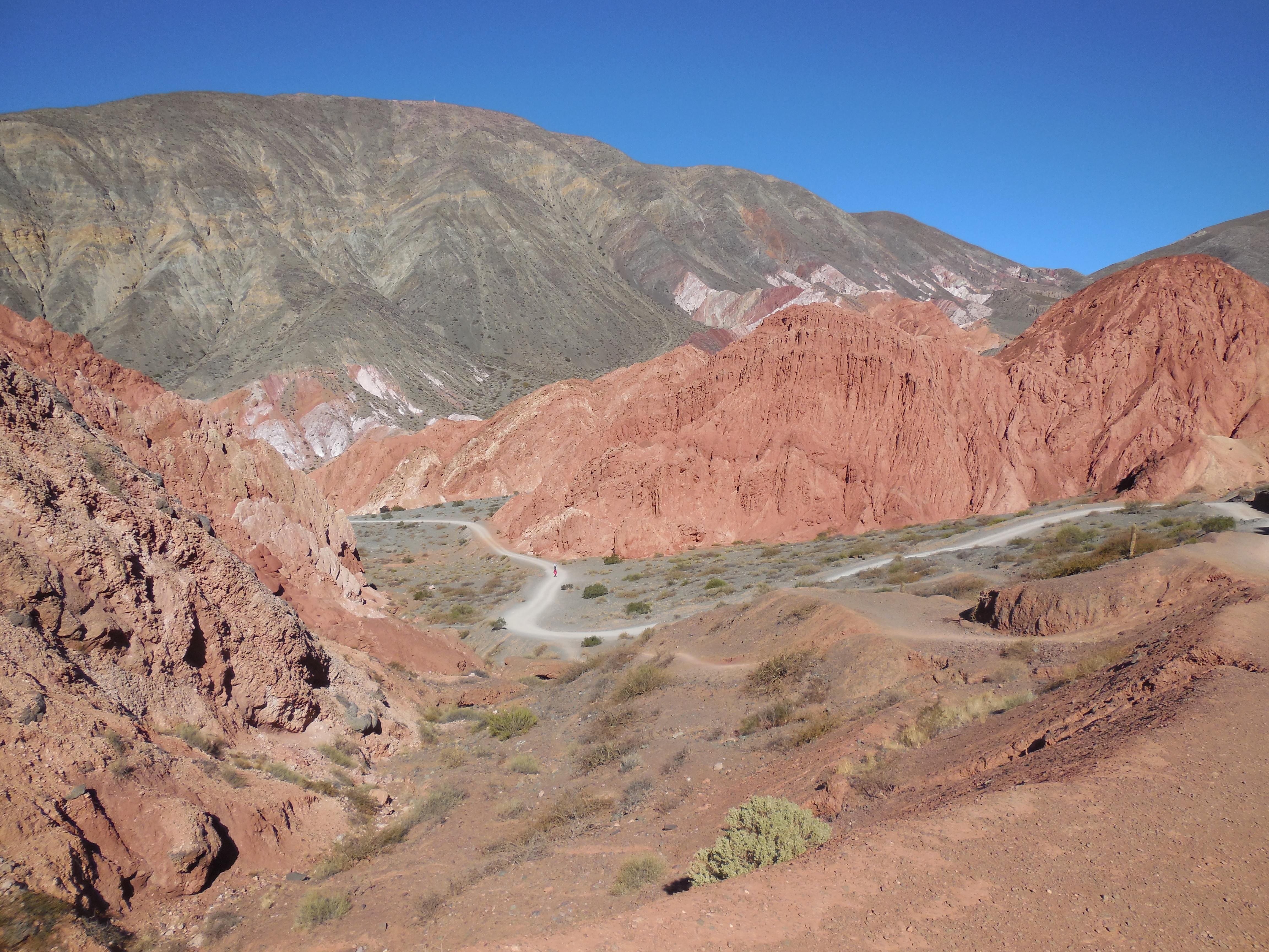 Purmamarca - mehrfarbige Felsen