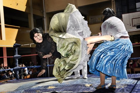 Cholita Wrestling (Copyright: Frankfurter Rundschau)