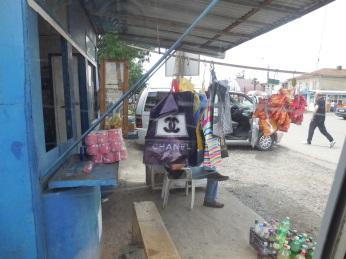 Für Fashion Victims: In Zugdidi gibt's Chanel Taschen