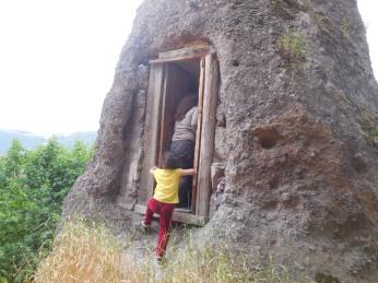 Von wegen Höhle - eher eine kleine Wohnung im Bergzipfel