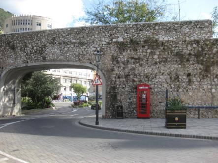 Überall in Gibraltar findet man die typischen britischen Telefonzellen